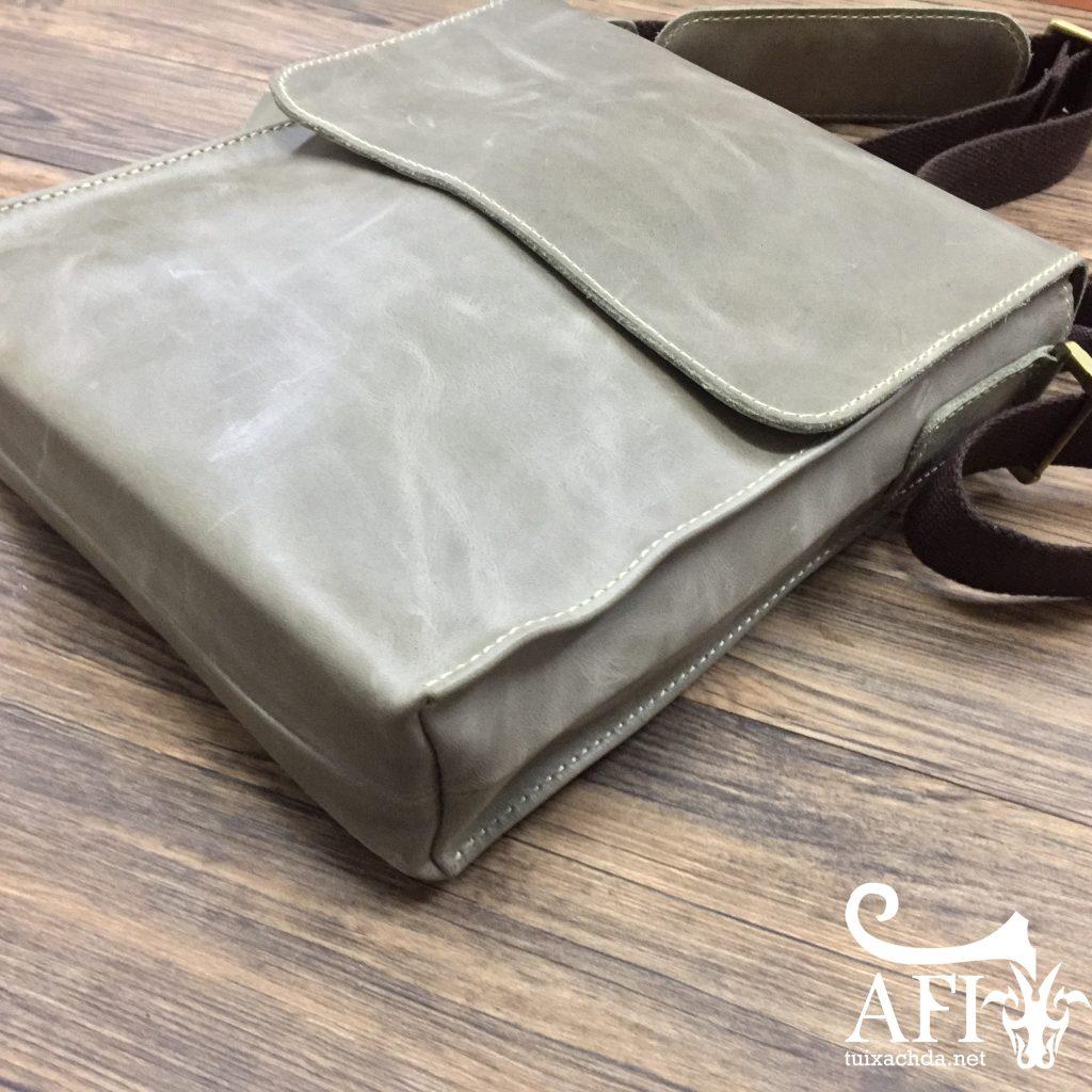 Hình ảnh túi đeo chéo nam da bò thời trang sang trọng KT33 màu ghi sáng