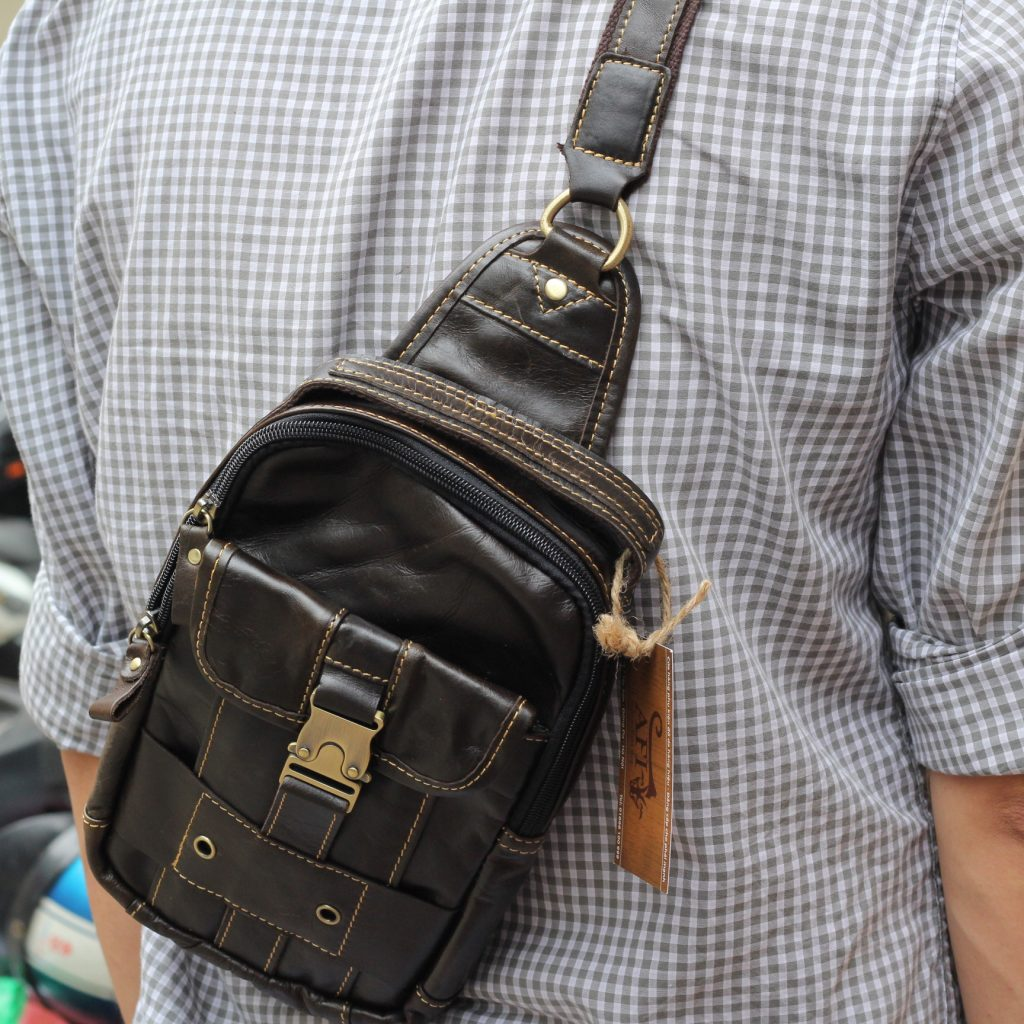 Túi đeo ngực da thật cho nam thời trang bụi bặm màu đen