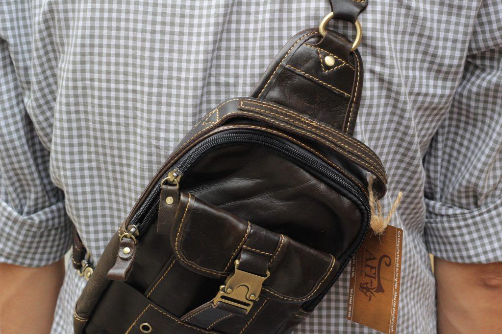 Túi đeo ngực da thật cho nam thời trang bụi bặm màu đen 2