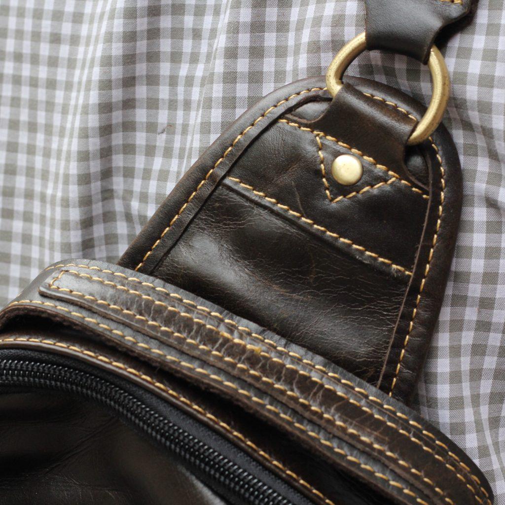 Túi đeo ngực da thật cho nam thời trang bụi bặm màu đen 5