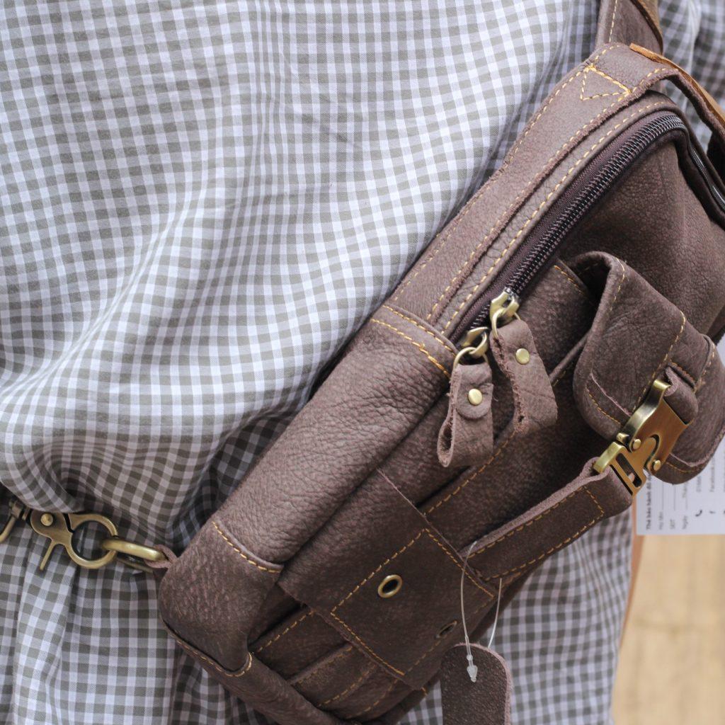 Túi đeo ngực da thật cho nam thời trang bụi bặm màu đen ghi 2