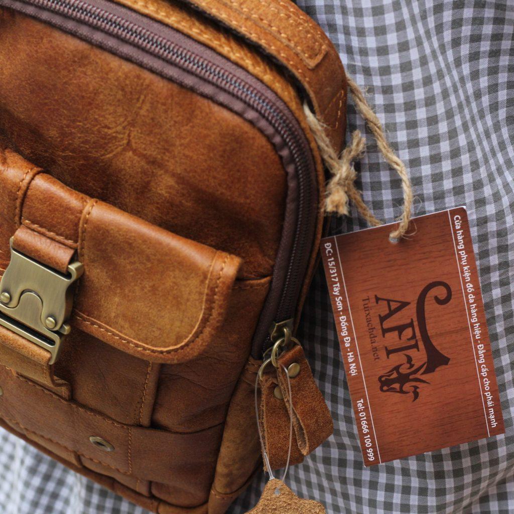 Túi đeo ngực da thật cho nam thời trang bụi bặm màu nâu bò