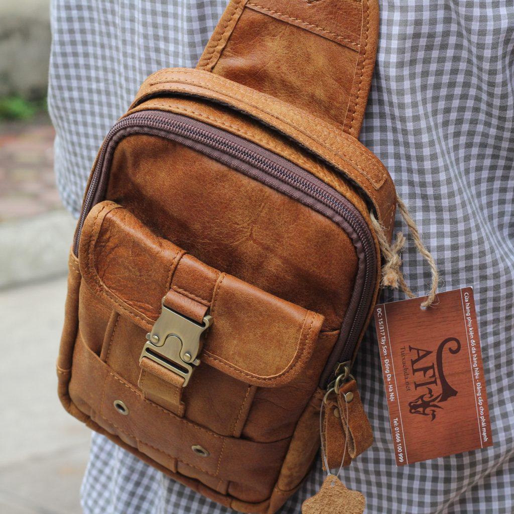 Túi đeo ngực da thật cho nam thời trang bụi bặm màu nâu bò 4