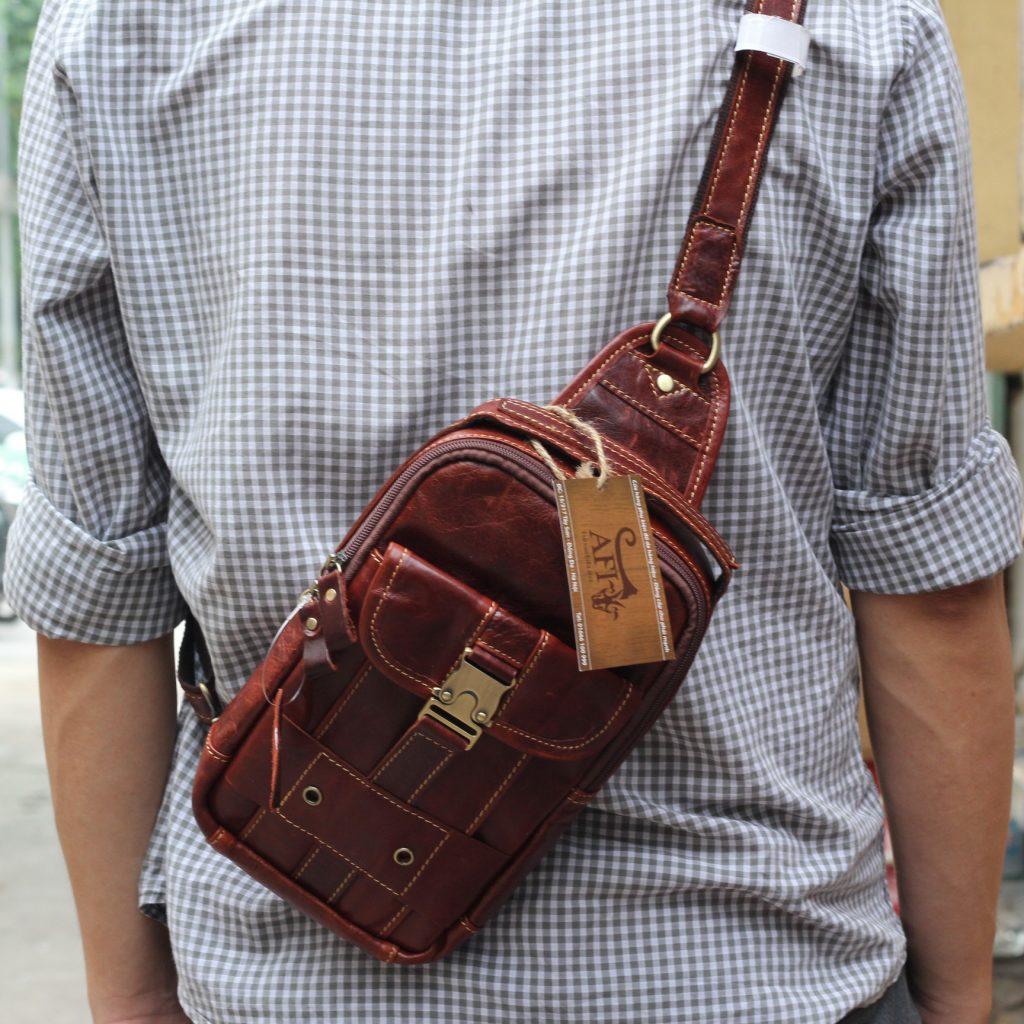 Túi đeo ngực da thật cho nam thời trang bụi bặm màu nâu đỏ